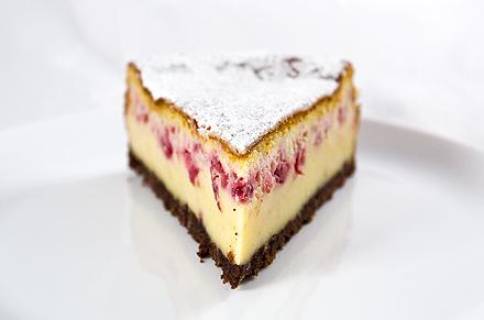 Cheesecake cu Zmeura si Blat de Biscuiti