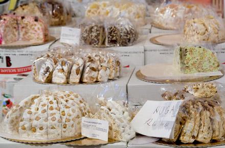 expozitie de dulciuri la targ