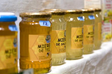 miere de albine la targul de dulciuri