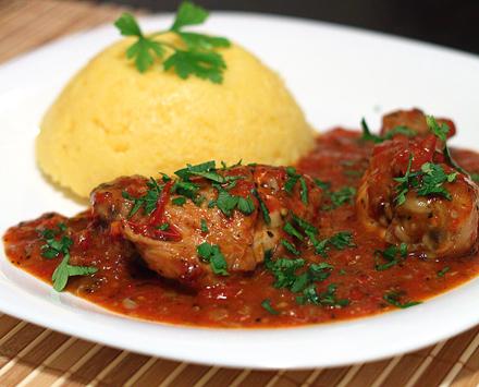carne de pui cu sos rosu