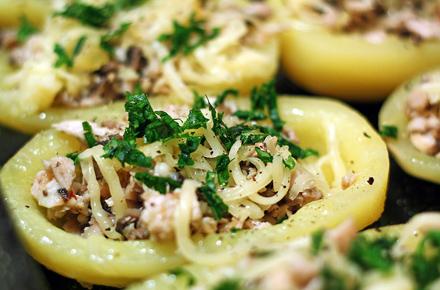 cartofi umpluti cu ciuperci si piept de pui