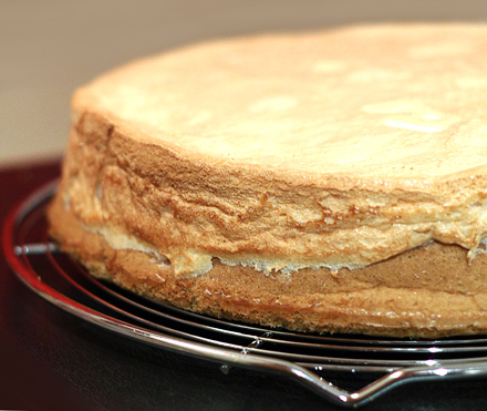 tort cu bezea si alune
