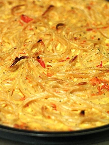 omleta si spaghette si crema de branza