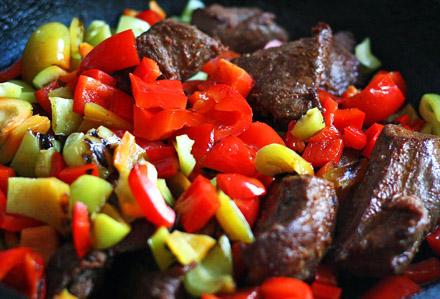 carne de vita la gratar cu legume