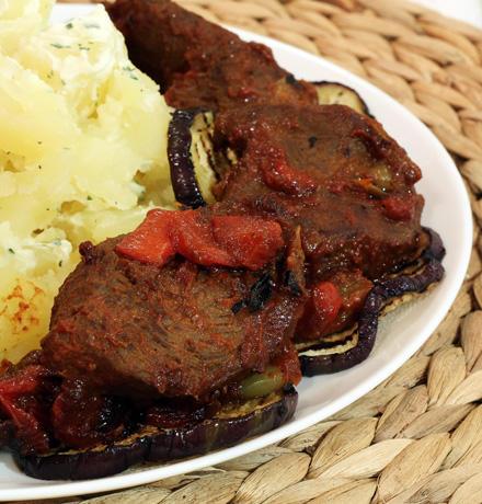 friptura de vita frageda cu cartofi natur si legume la gratar