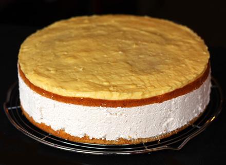 tort cu crema de mere si budinca de vanilie