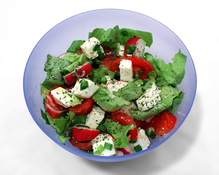 Salata de rosii, telemea, ridichi, ceapa verde