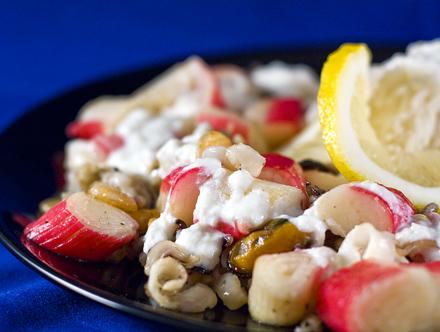 Orez cu fructe de mare si sos de usturoi si iaurt