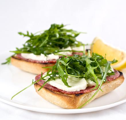 Reteta Sandwich-uri Ciabatta cu Mozzarella si Salam Uscat