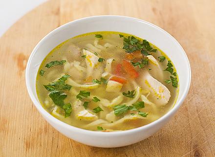 Reteta supa de pui cu taitei de casa
