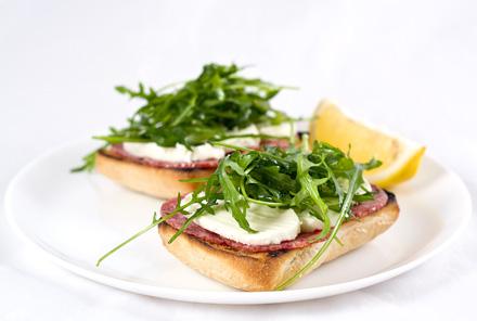 Sandwich-uri Ciabatta cu Mozzarella si Salam Uscat