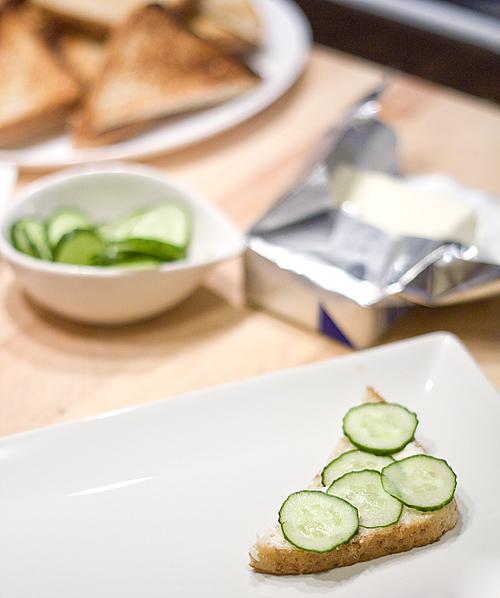 Sndwichuri cu unt si castravete