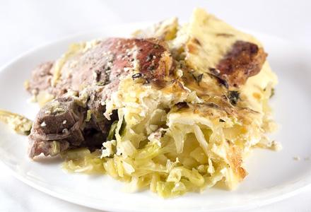 carne de porc cu cartofi si varza murata la cuptor