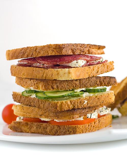 mini sandwichuri aperitiv