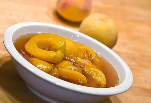 piersici in sirop de mere