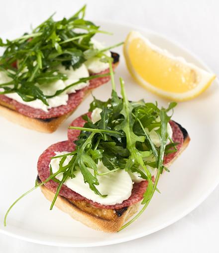 sandwish delicios cu paine ciabatta