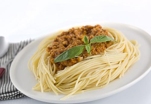 spaghete cu sos rosu si carne